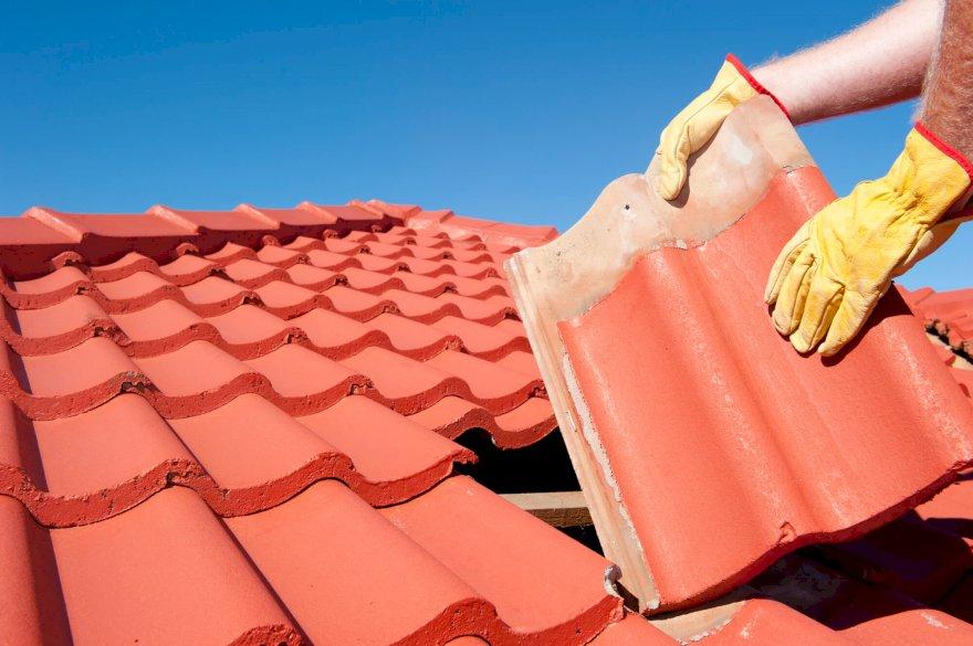 4 práticas essenciais para manutenção do seu telhado